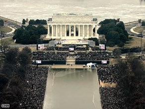 crowd-at-lincoln-memorial