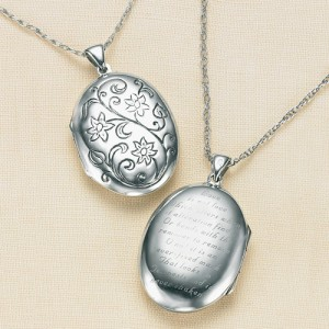 shakespeare-sonnet-locket-based-on-va-museum
