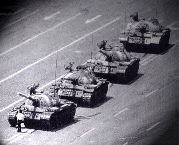 Man in front of Tanks Tiananmen