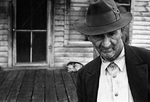 Staying Put Zink Arkansas 1935 by Ben Shahn