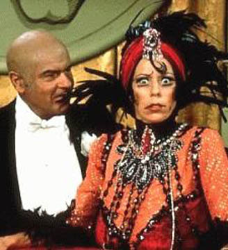 http://poietes.files.wordpress.com/2009/10/carol-burnett-as-norma-desmond.jpg?w=328