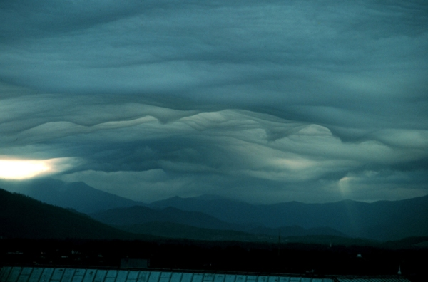 Wave clouds over Mt Pisgah NOAA