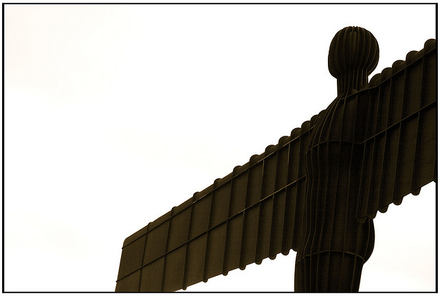 White Sky Angel, Tyne, Gateshead UK by smlp.co.uk (FCC)