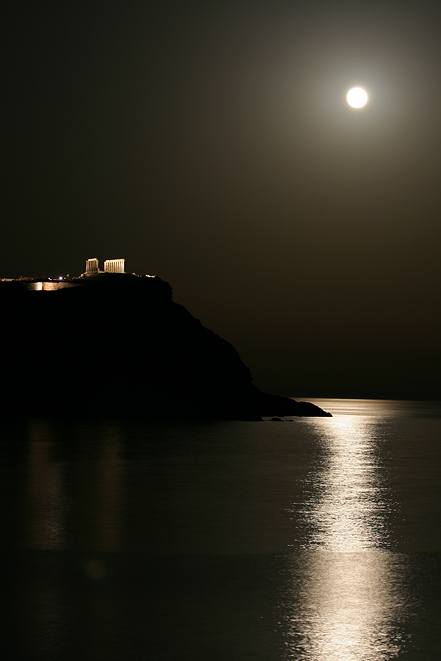 The moon reflecting off the water and lighting the rocks ...   Full Moon Reflecting Off Water