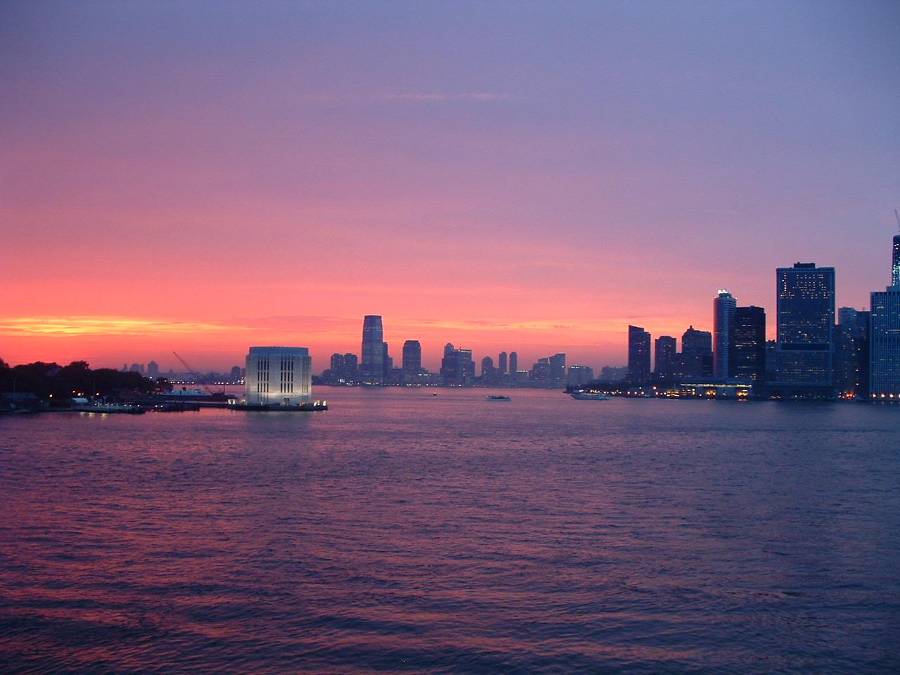 Sunsets around the world: New York City - Holiday Bug