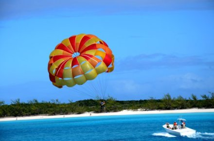 Parasailing Half Moon Cay