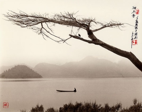 Don Hong-Oai, Solitary Wooden Boat