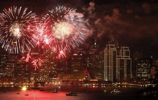 Fireworks over San Francisco Bay Carlos Avila Gonzalez, The CHronicle SF