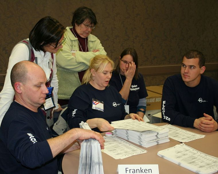Recounting Ballots by Hand in Minnesota 2008 by Jonathunder (Wikimedia Commons)