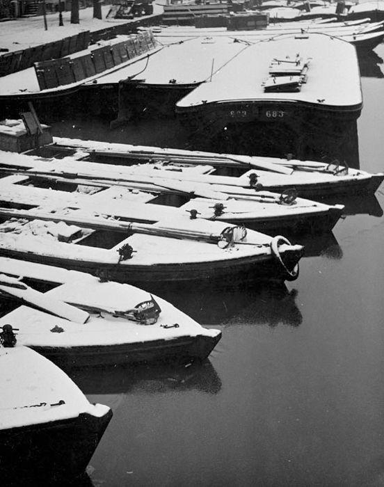 kees scherer boten-in-de-sneeuw-amsterdam-1952.